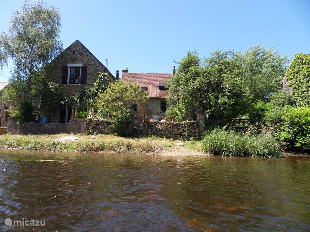 Vacation rental France, Burgundy, Saint Père sous Vézelay holiday house Fisherman's house on the river