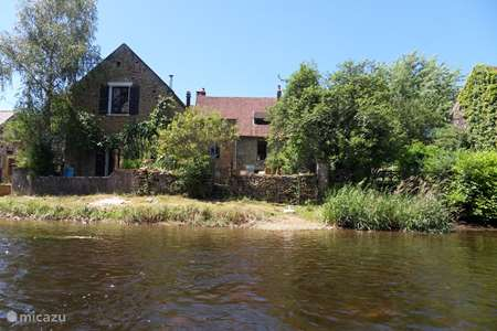 Vacation rental France, Yonne, Saint-Père-sous-Vézelay holiday house Fisherman's house on the river