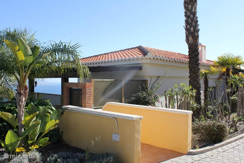 Prachtig vakantiehuisje met vrij uitzicht op zee