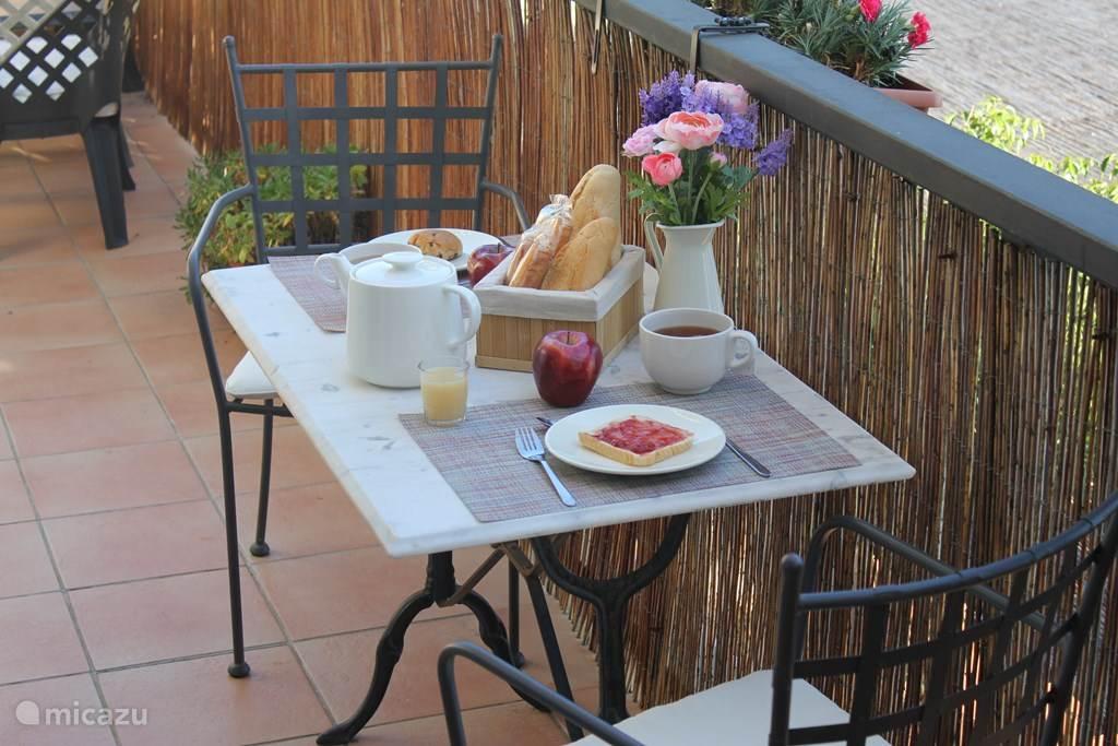 Heerlijk buiten ontbijten