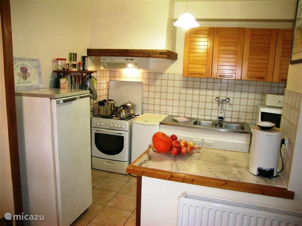 Complete keuken met alles erop en eraan