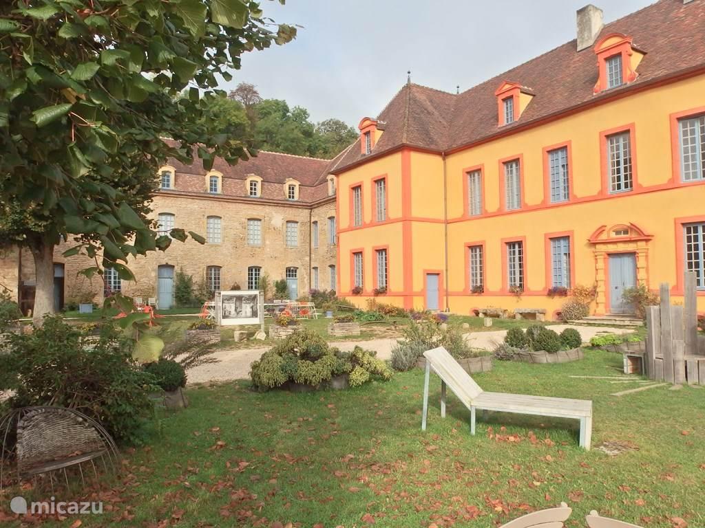 Vakantiehuis Frankrijk, Côte-d'Or, Sainte-Colombe-en-Auxois Landhuis / Kasteel Gîte Château Sainte Colombe 22 pers.