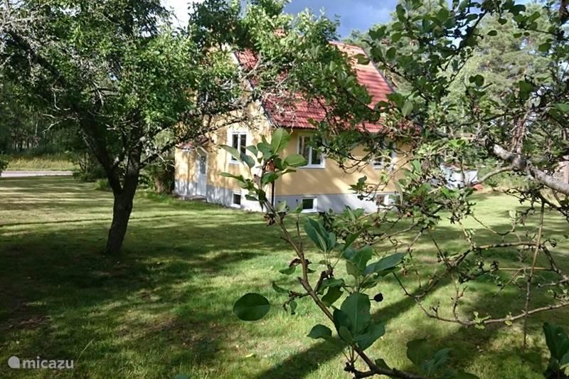 Vakantiehuis Zweden, Småland, Fröseke Vakantiehuis Het gele huis