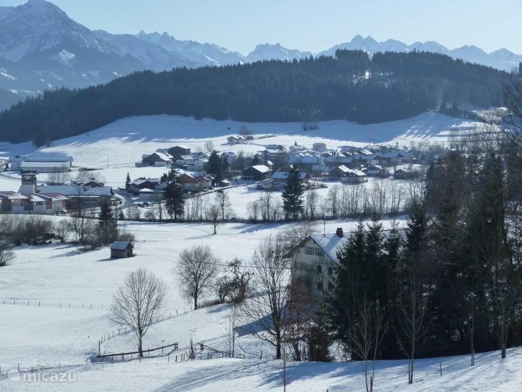Blik op Westerhofen in de winter