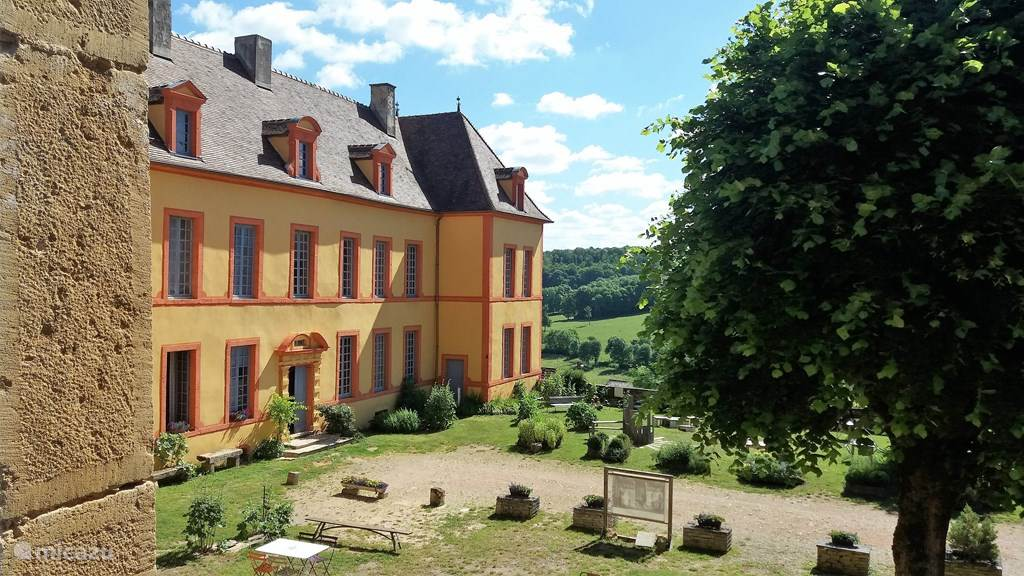 Vacation rental France, Burgundy, Sainte-Colombe-en-Auxois manor / castle Gîte Château Sainte Colombe 24 pers