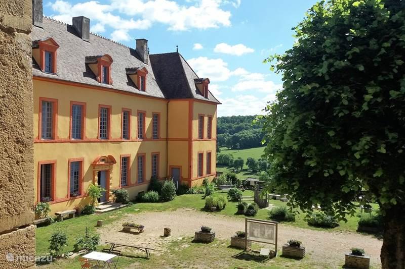 Vacation rental France, Côte-d'Or, Sainte-Colombe-en-Auxois Manor / Castle Gîte Château Sainte Colombe 28 pers
