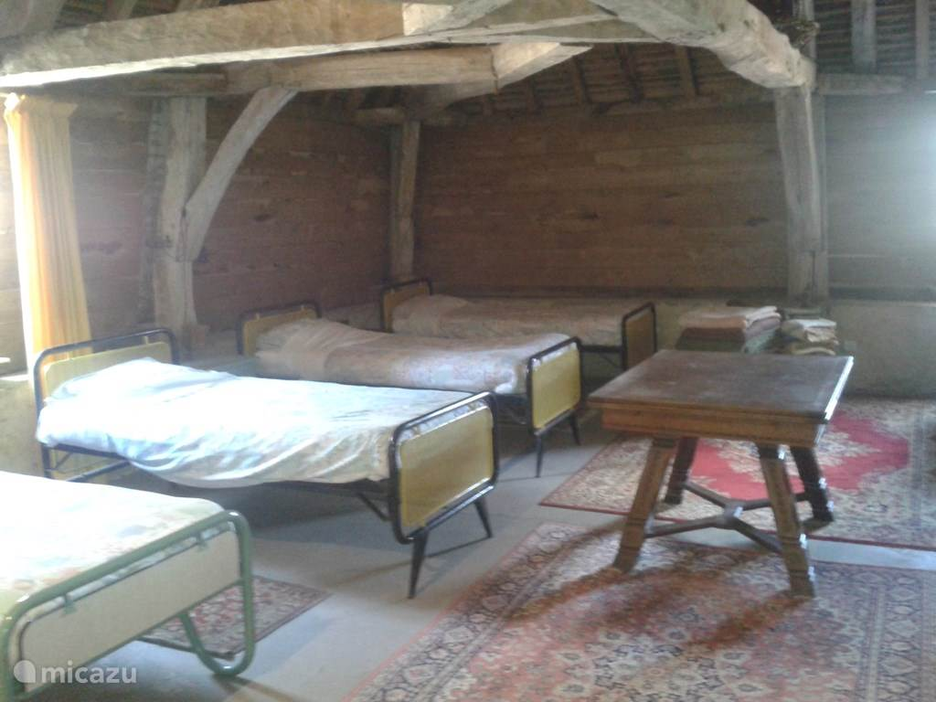 Extra (attic) dormitory with 8 beds (May-September)
