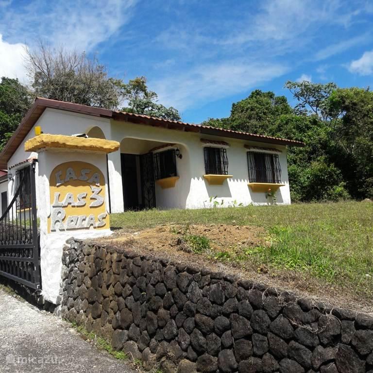 Vacation rental Costa Rica, Guanacaste, Nuevo Arenal Holiday house Casa las 3 Rocas