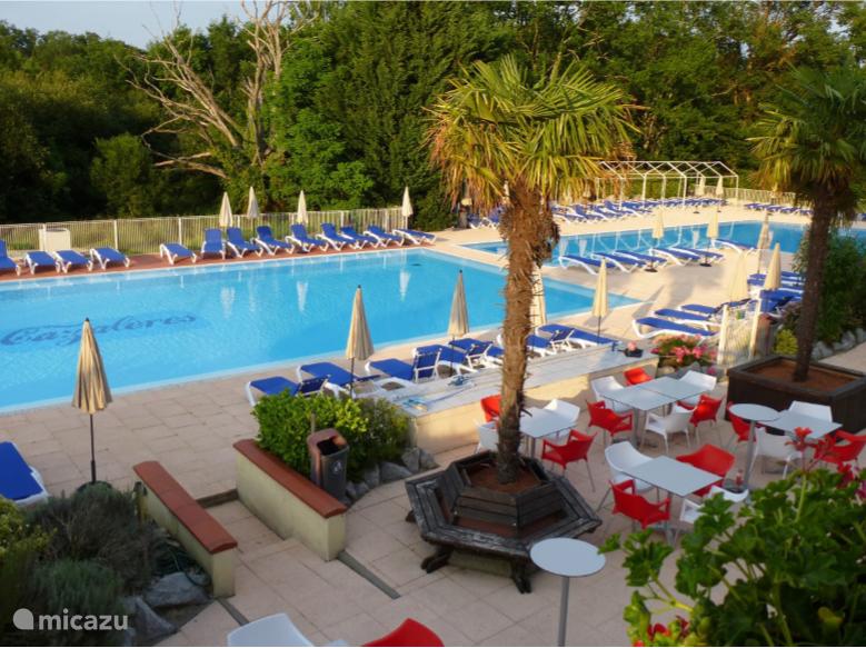 Zwembad Chateau Cazalares