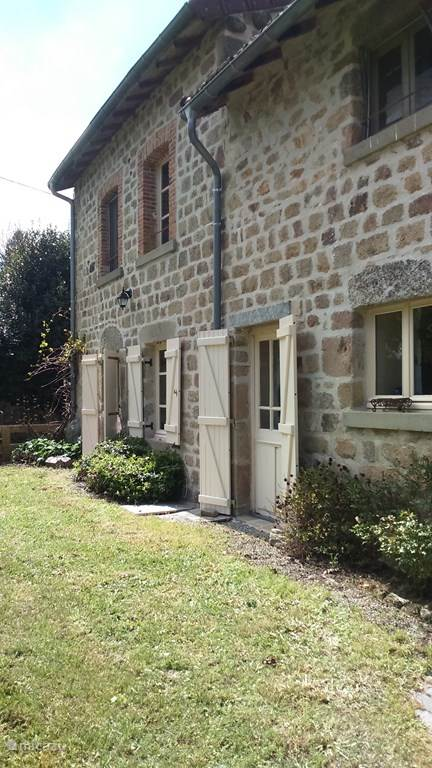 Vacation rental France, Limousin, Saint-Yrieix-la-Montagne farmhouse La Fleur