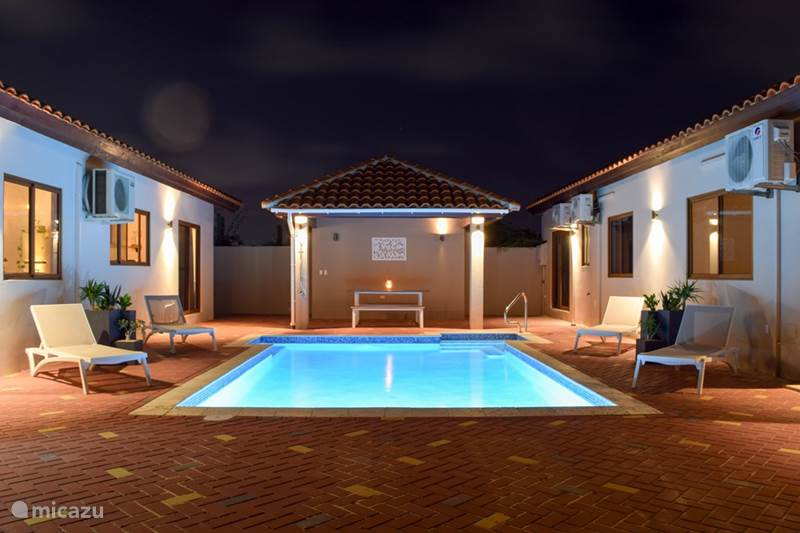 Vacation rental Aruba, Noord, Tanki Leendert Holiday house Modern home Large Pool and SUV Car