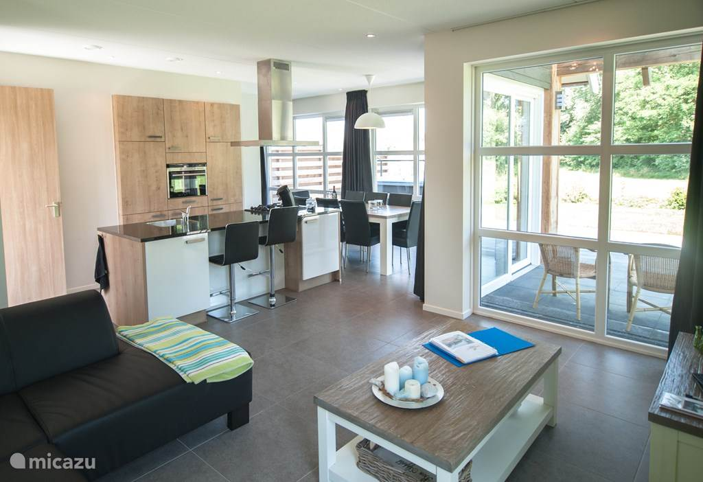 open keuken en woonkamer: fantastisch uitzicht naar buiten