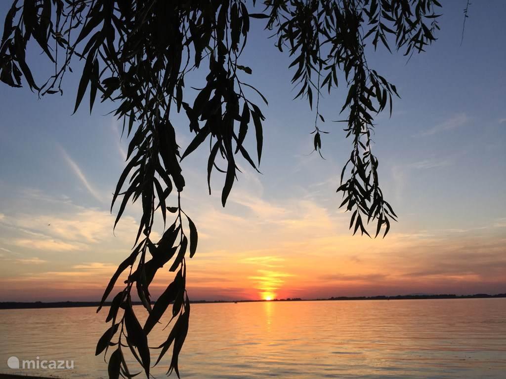Zonsondergang restaurant Tisza meer