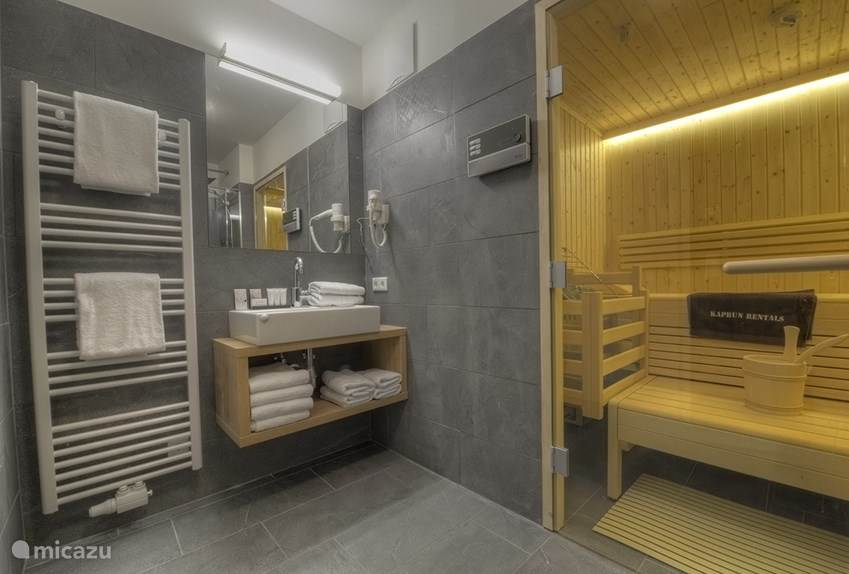 1 of the 3 bathrooms has its own sauna!