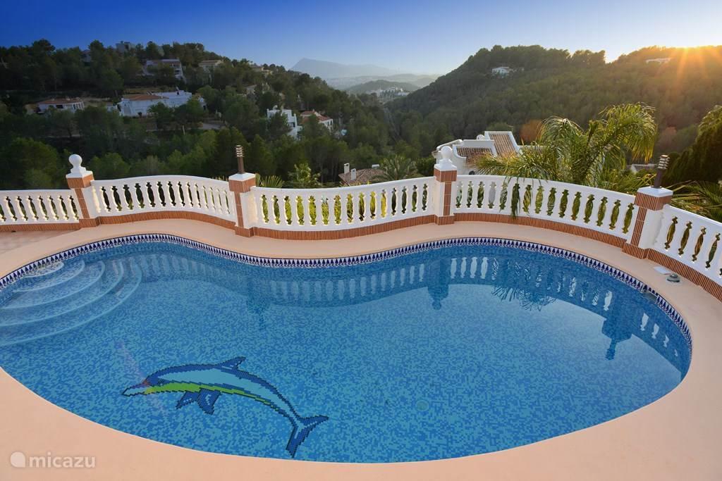 Het zwembad met uitzicht