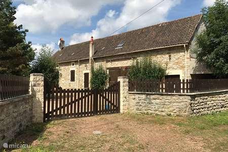 Vacation rental France, Nièvre, Mont-et-Marré  gîte / cottage Huize Hofstede