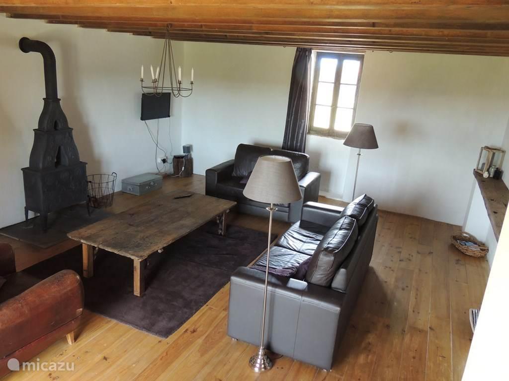 Huiskamer met houtkachel