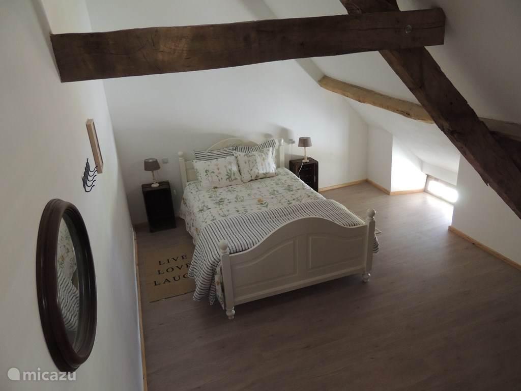 Grote slaapkamer met bed van 2.10 mtr lang