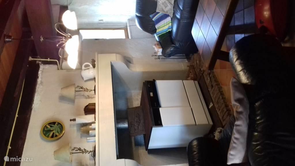woonkamer met cuisiniere a bois