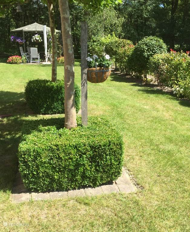 Garten mit Pavillon