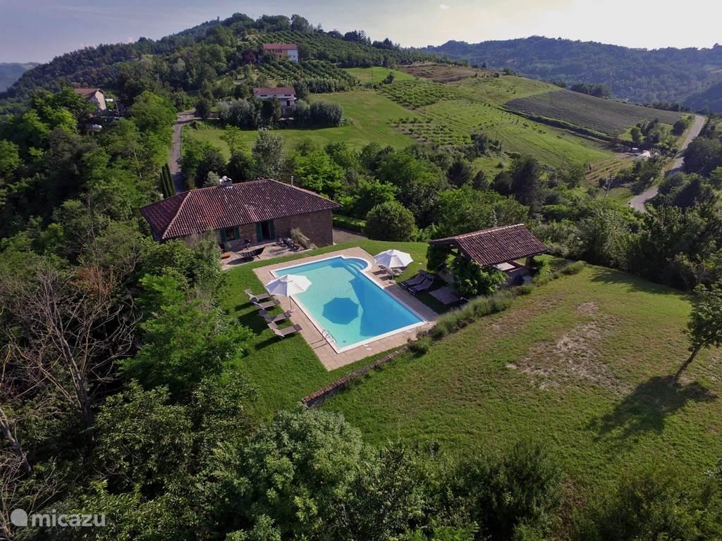 Luxe villa piemonte met zwembad in melazzo pi mont huren for Luxe villa met zwembad