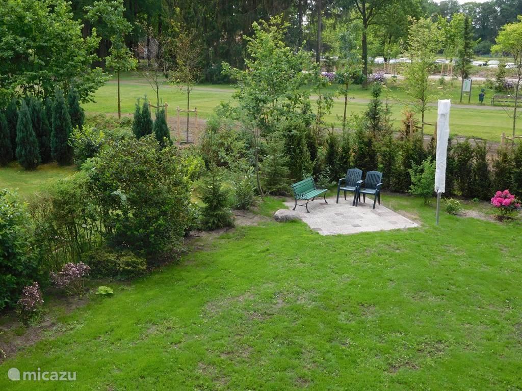 560 M2 omsloten tuin. Veel privacy en ruimte.