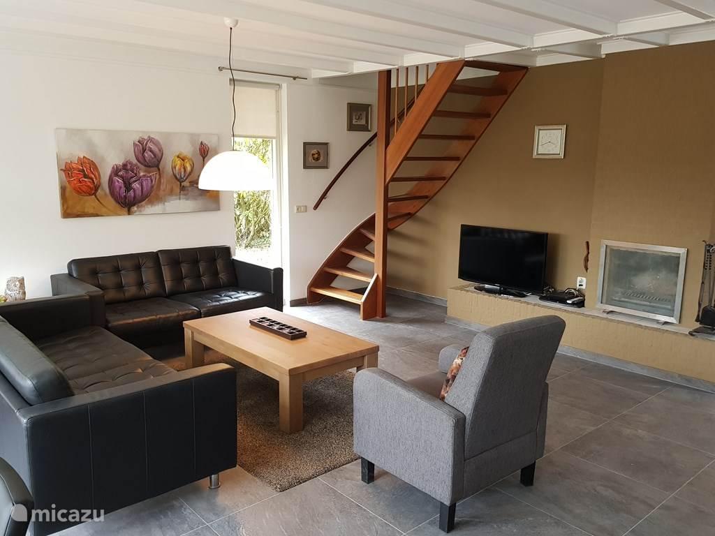 Een prachtige lichte en ruime woonkamer