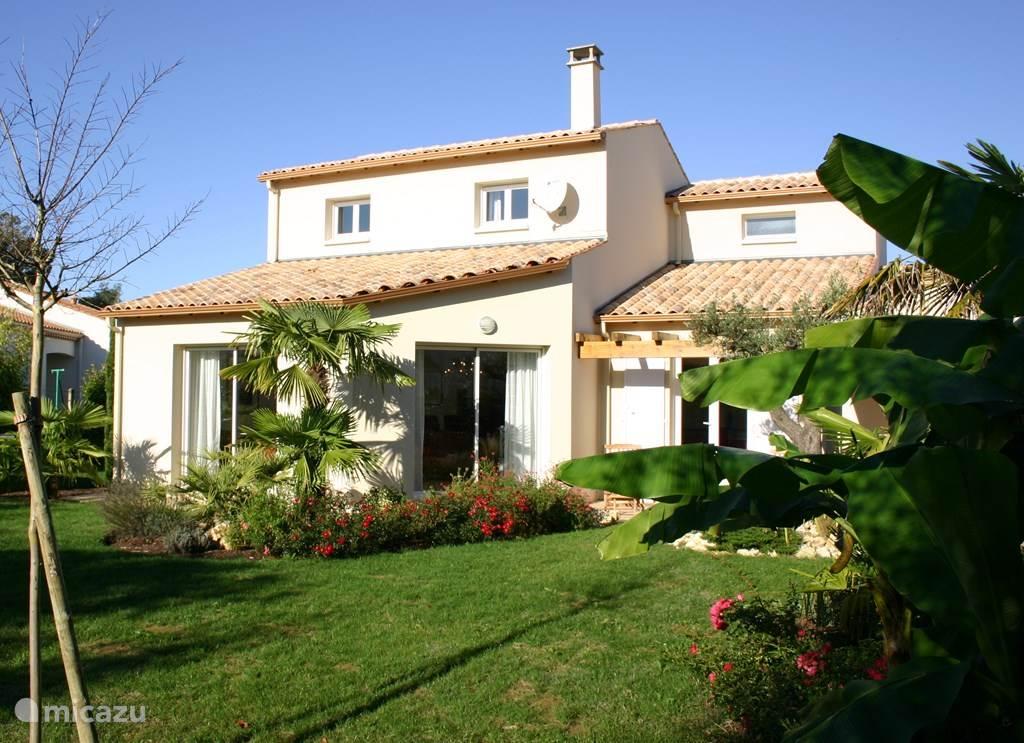 villa villa saint palais in saint palais sur mer charente. Black Bedroom Furniture Sets. Home Design Ideas