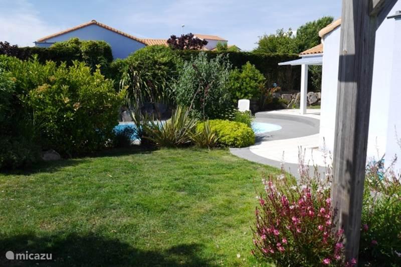 Villa villa les jardin du chateau d 39 olonne in les sables d for Villa du jardin wedding