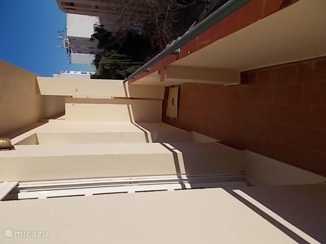 Balkon bij de slaapkamers