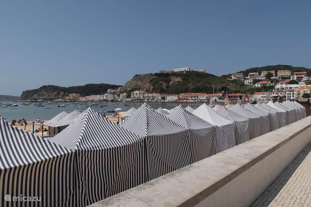 de boulevard en het strand van São Martinho do Porto