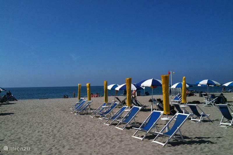 Vakantiehuis Italië, Toscane, Viareggio Vakantiehuis Chalet aan zee, Toscane Italie