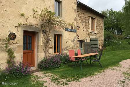 Vacation rental France, Puy-de-Dôme, Saint-Hilaire-près-Pionsat farmhouse La vieille maison