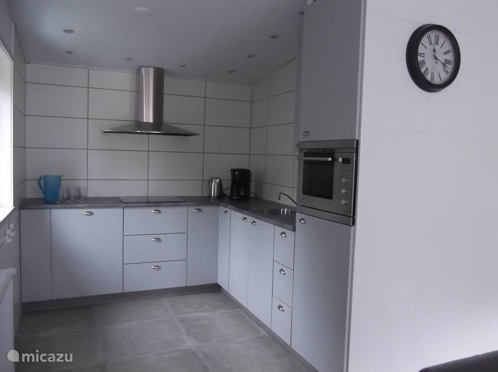 Moderne keuken voorzien van alle gemak