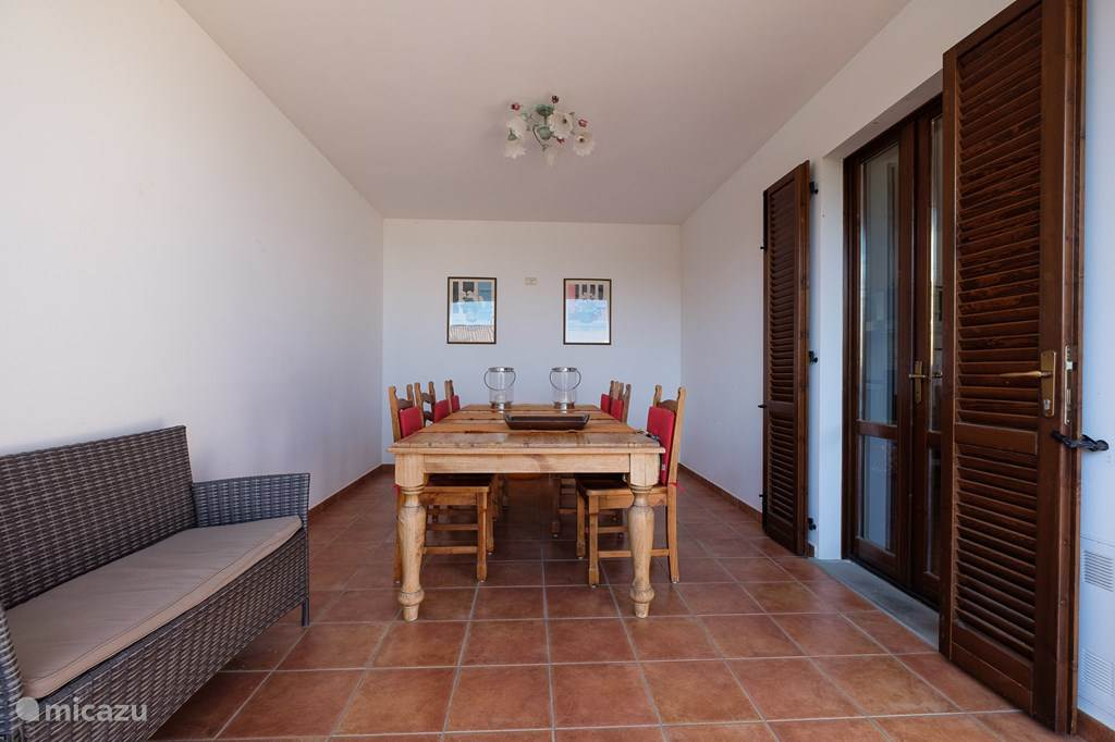 Loggia,geschikt           voor 10 stoelen