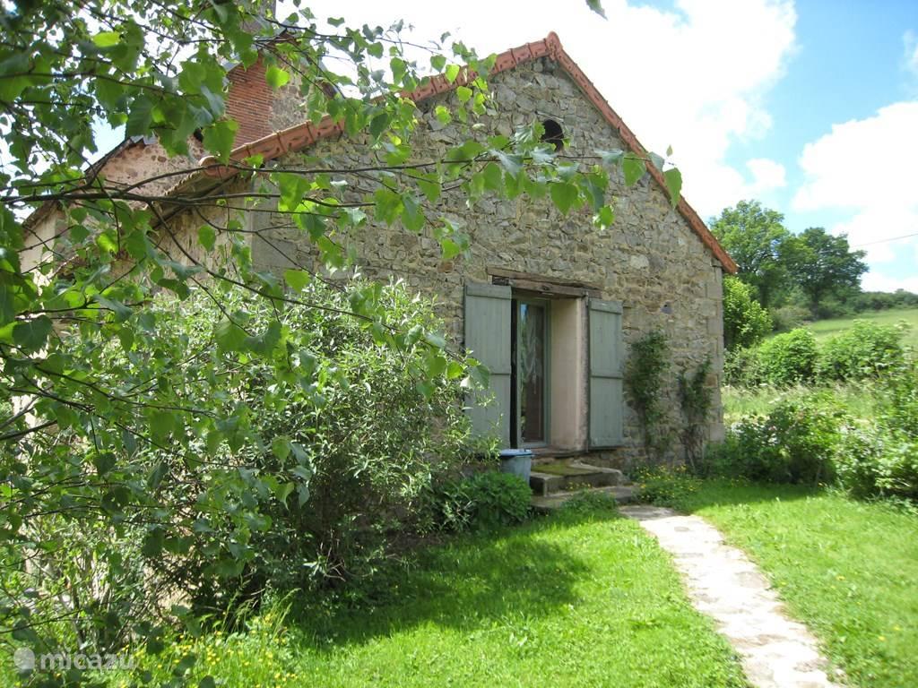 Vakantiehuis Frankrijk, Auvergne, Saint-Hilaire-près-Pionsat boerderij La Petite maison
