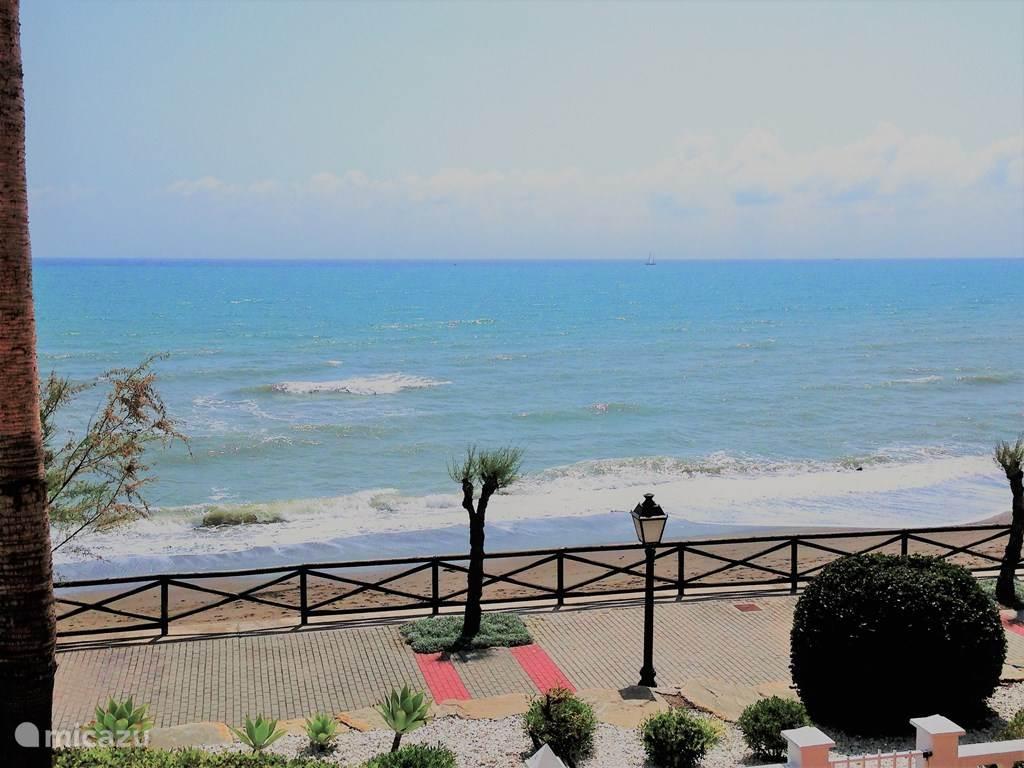Vakantiehuis Spanje, Costa del Sol, Estepona Appartement Beach front duplex La Gaviota
