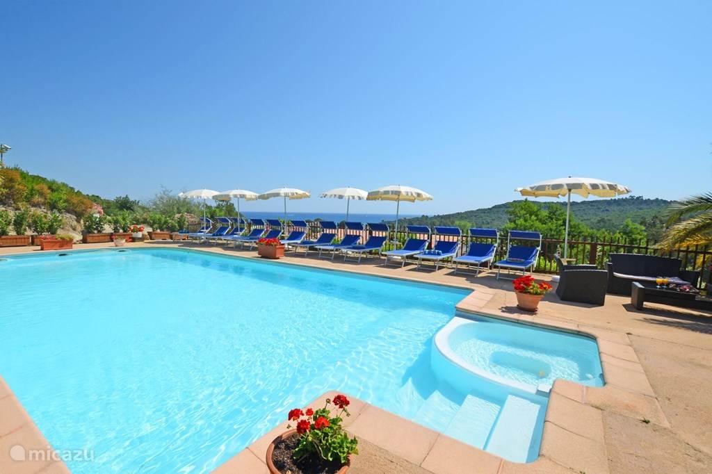 Zwembad Residence Serenamore