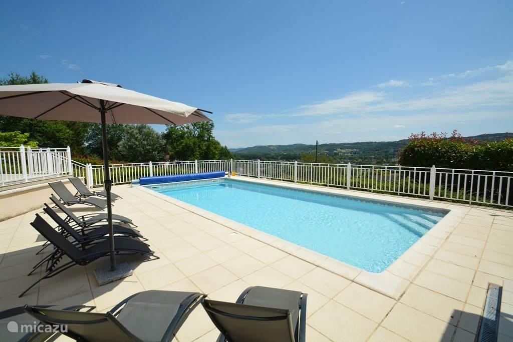 Verwarmd privézwembad van 11 x 5 m