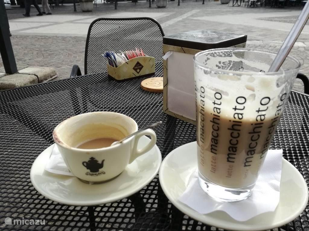 Heerlijke cappucino en latte macciato