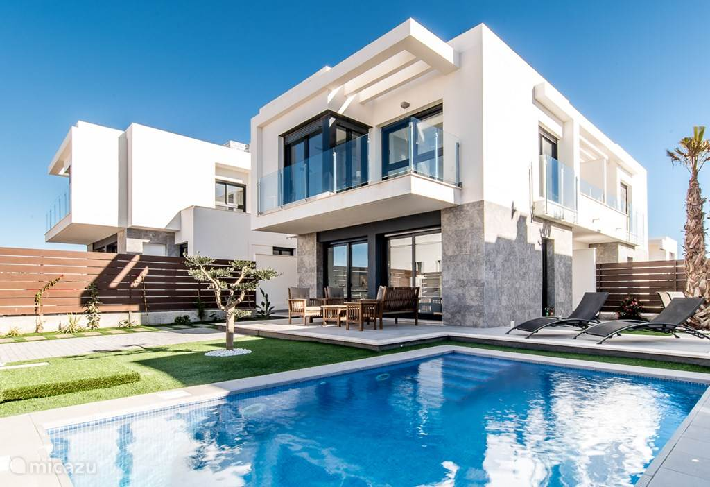 Moderne nwe villa met prive zwembad in los montesinos costa