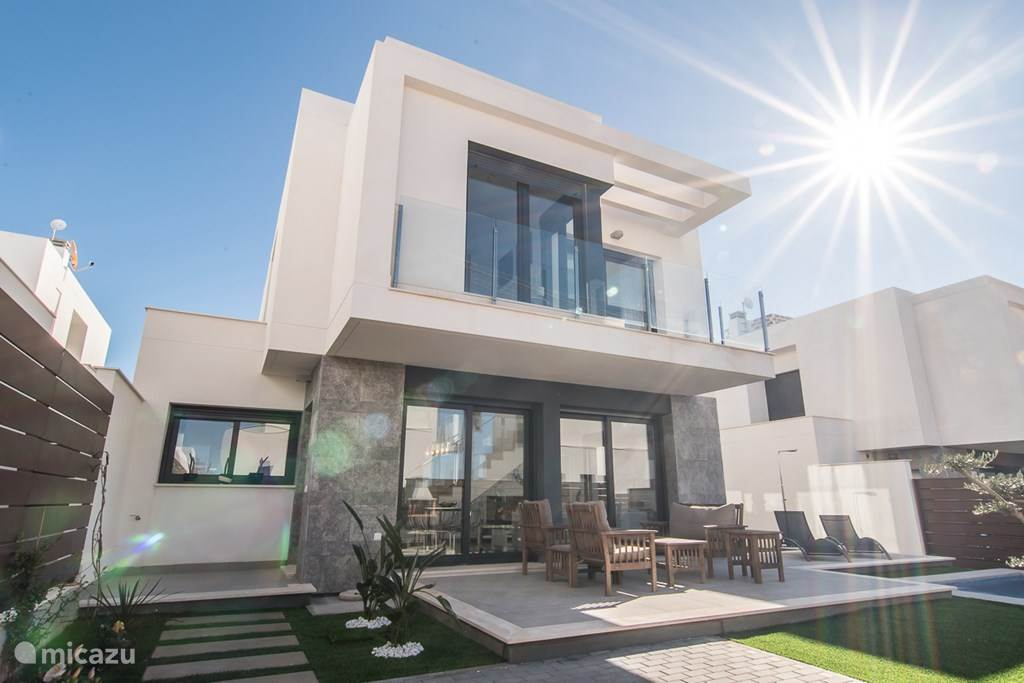 Rent modern new villa with private pool in los montesinos