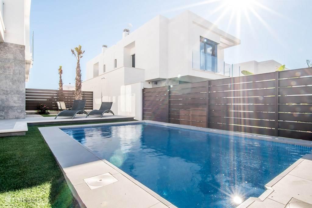 Moderne nwe villa met prive zwembad in los montesinos for Zwembad prive
