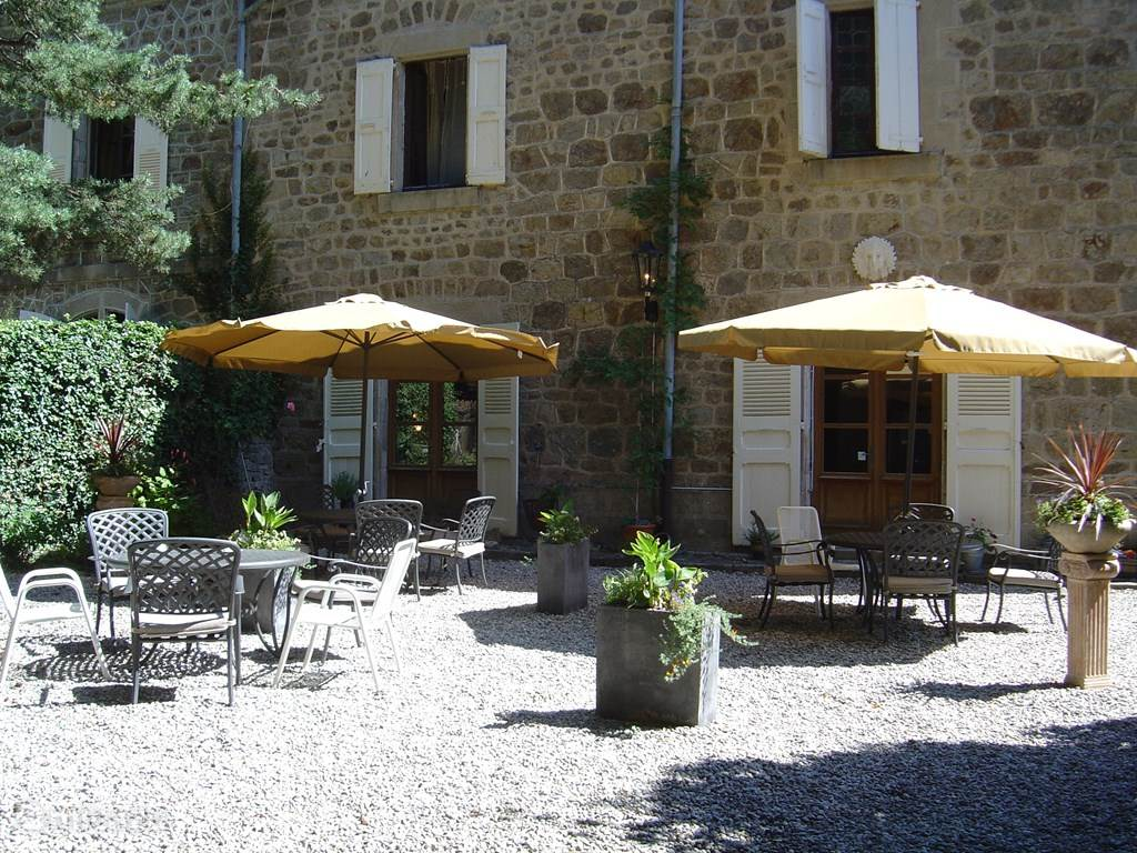 Vakantiehuis Frankrijk, Ardèche, Saint-Privat Bed & Breakfast Chambre 'Paeonia' Chateau du Besset