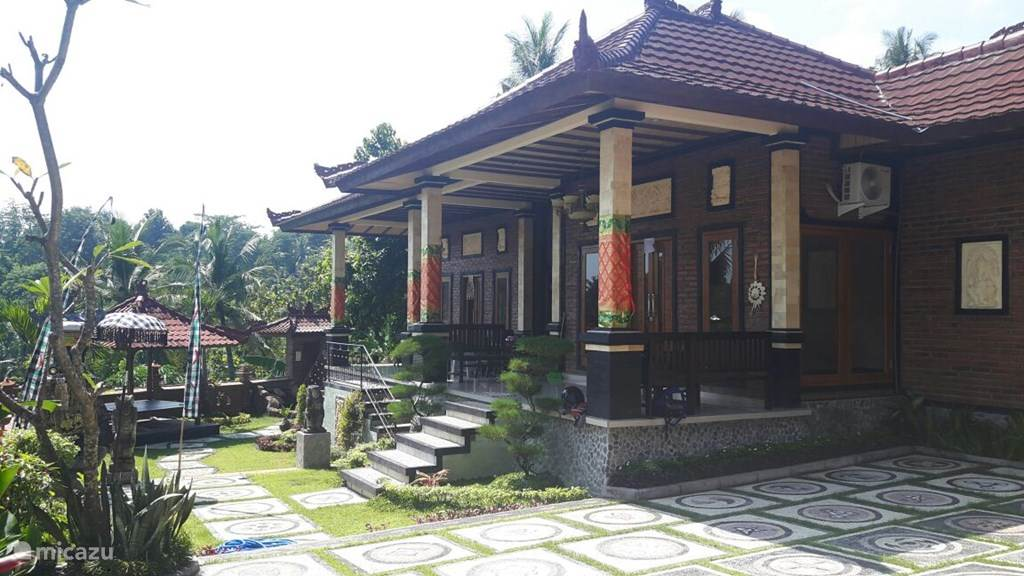 Vacation rental Indonesia, Bali, Banjar villa Sanshikirana House