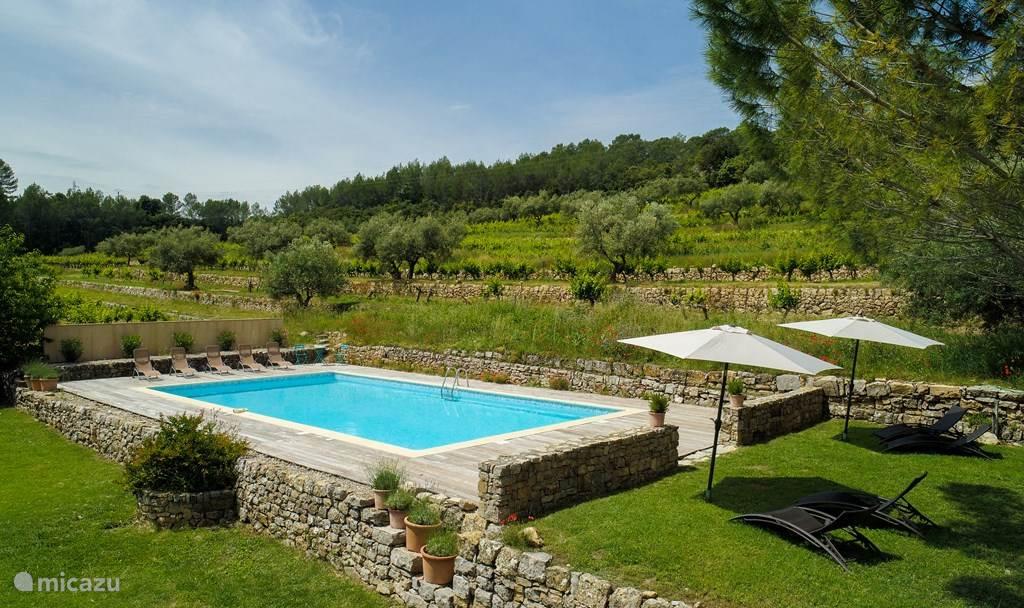 Wijngaarden met groot privé zwembad (14x7m)