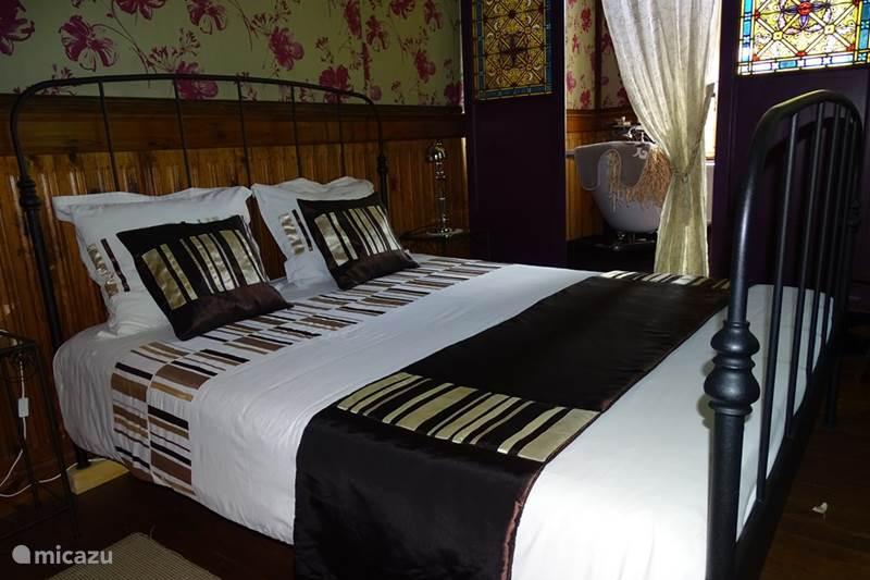 bed breakfast b b 39 chapel 39 chateau du besset in saint privat ard che frankreich mieten micazu. Black Bedroom Furniture Sets. Home Design Ideas