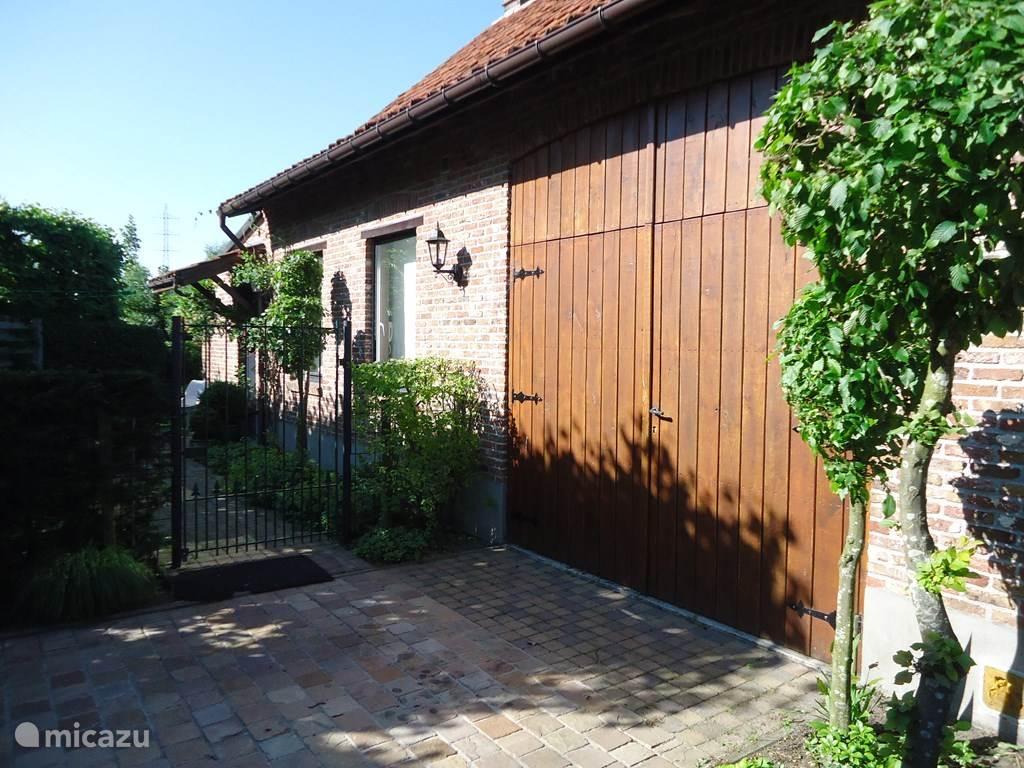 Huisje met garage en tuin
