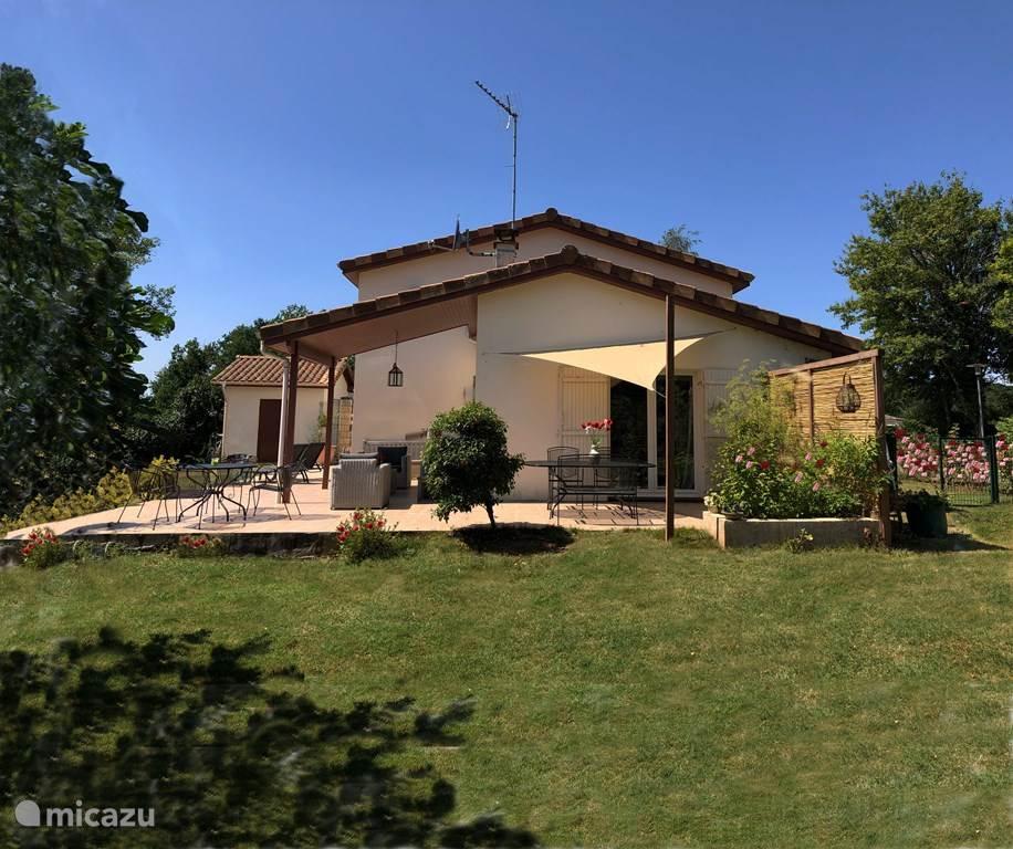 Vakantiehuis Frankrijk, Dordogne, Bussière-Badil vakantiehuis Villa 'Village' (1 - 8 personen)