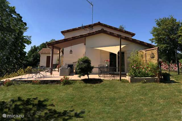 Vacation rental France, Charente, Écuras - holiday house Villa 'Village' (1 - 8 people)